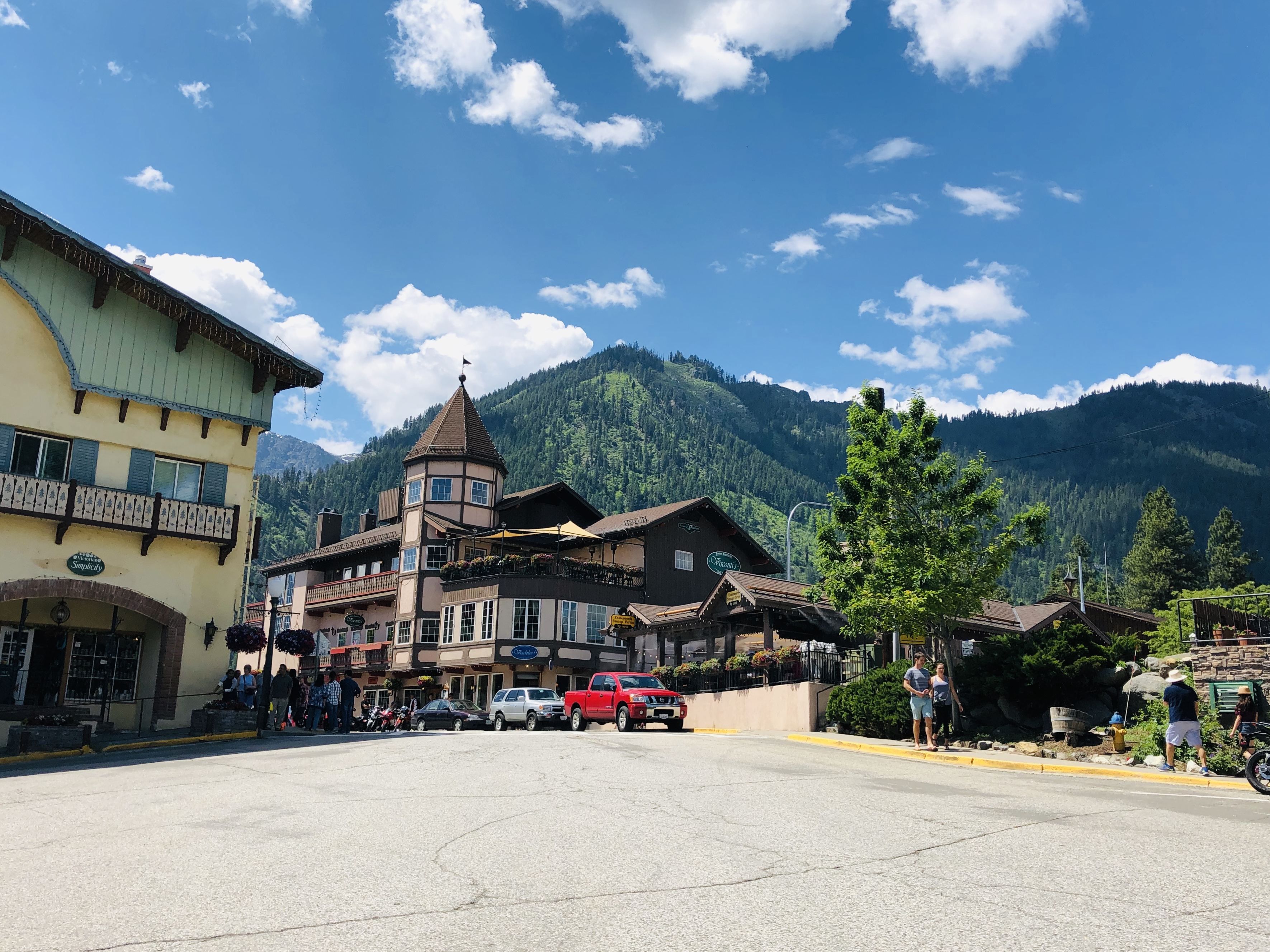 Photo of Leavenworth WA with Mountain in background